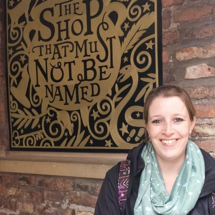Nina Verheij bij The Shop That Must Not Be Named in York, Engeland